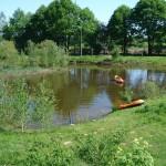 De grote zwem-/visvijver van de minicamping